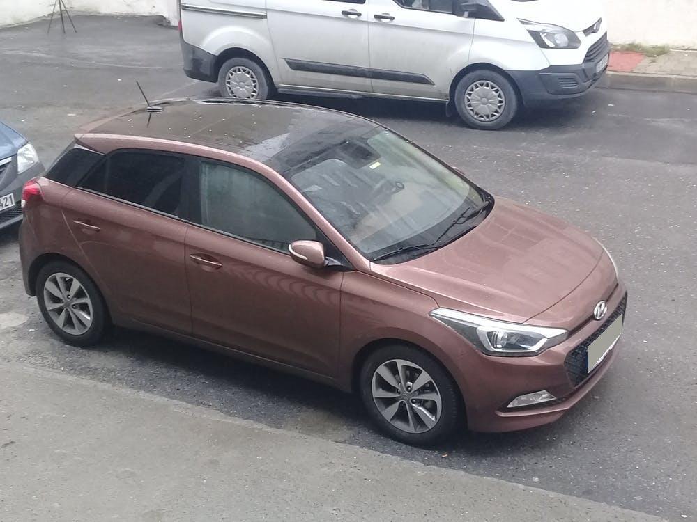 HYUNDAI i20 2018 Model Benzin Otomatik Vites Kiralik Araç - D790