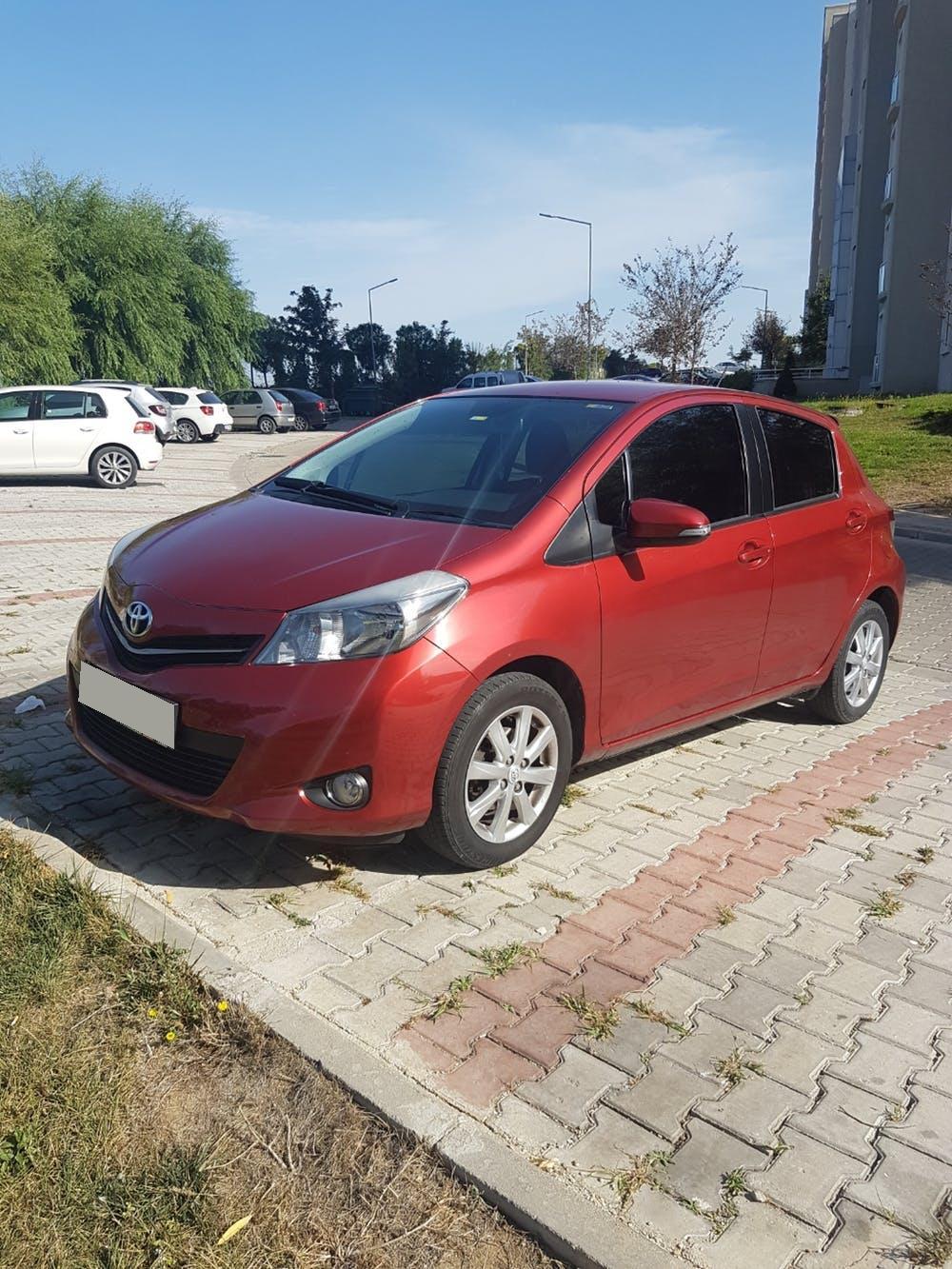 TOYOTA Yaris 2013 Model Benzin Otomatik Vites Kiralik Araç - 9E29
