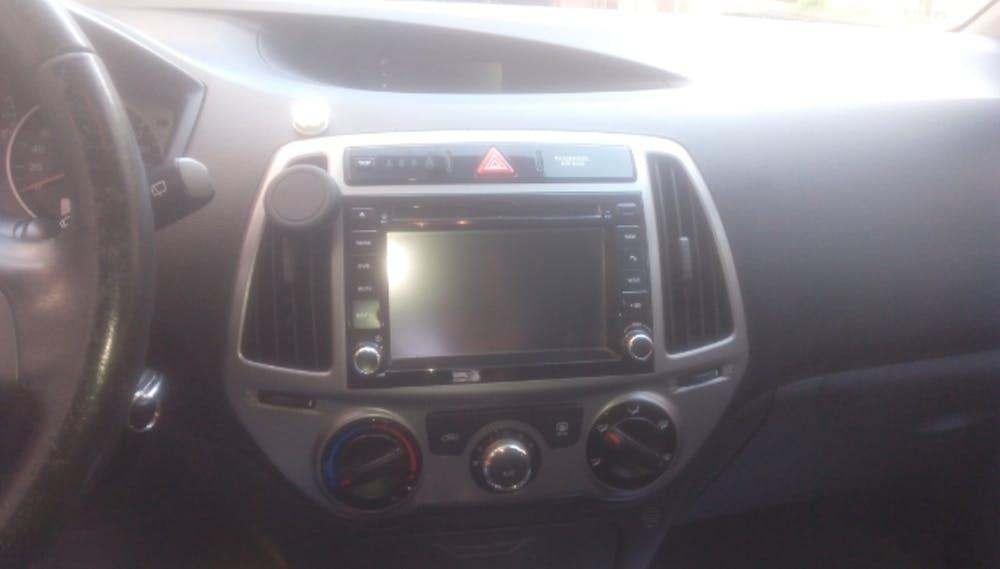 HYUNDAI i20 2014 Model Benzin Otomatik Vites Kiralik Araç - 507B