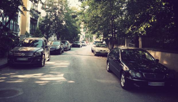 sokakta-arabalar