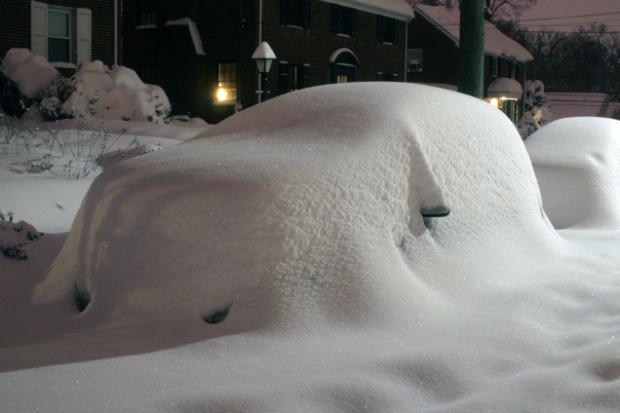 kar altında araba